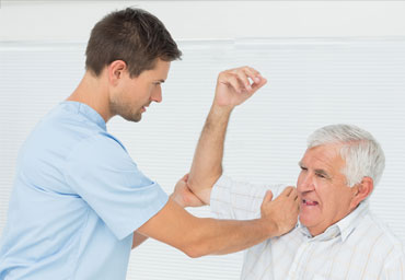 our chirpractors can help with shoulder pain